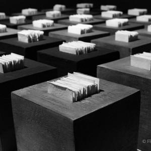 36 cubes : Détail cube 30 x 30 cm grès et papier porcelaine